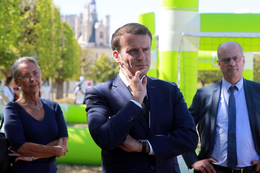 Emmanuel Macron (avec Elisabeth Borne et Jean-Michel Blanquer) lors de sa visite à Chambord le 22 juillet 2020