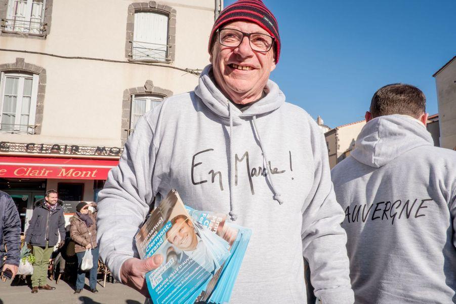 Un partisan d'Emmanuel Macron à Clermont-Ferrand, le 7 janvier 2017.