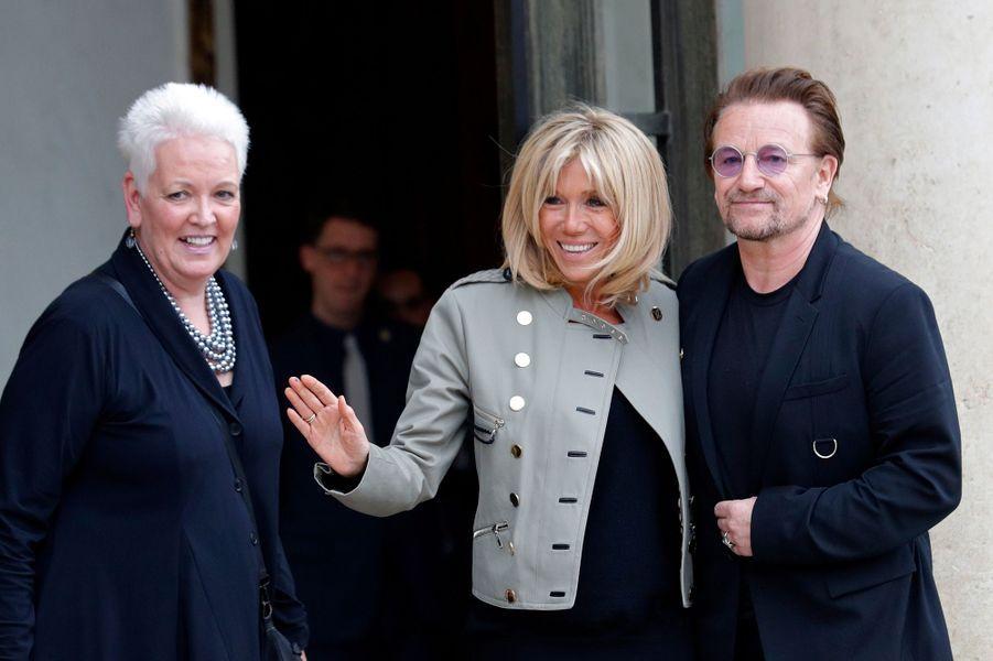 Brigitte Macron, Gayle Smith (PDG de One)et Bono à l'Elysée lundi après-midi.