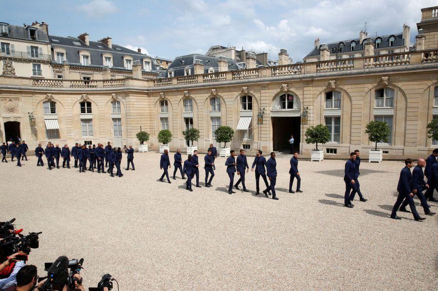 Arrivée à l'Elysée des joueurs et du staff de l'équipe de France.