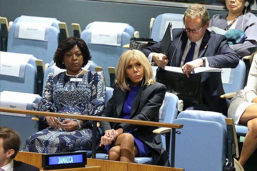 Brigitte Macron mardi au siège de l'ONU, auxcôtésSika Bella Kaboré,l'épouse du président du Burkina Faso.