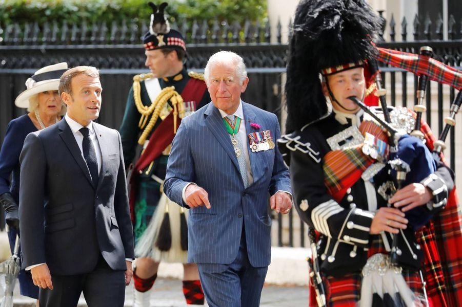 Emmanuel Macron a été accueilli à Londres par le prince Charles et son épouse Camilla, à l'occasion du 80ème anniversaire de l'appel du général de Gaulle, le 18 juin 2020.