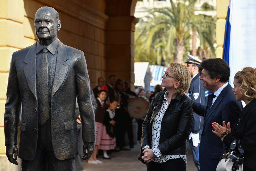 """Inauguration samedi à Nice du """"Cours Jacques Chirac"""", en présence de sa fille Claude, ici aux côtés du maire de Nice Christian Estrosi et de son épouse Laura."""