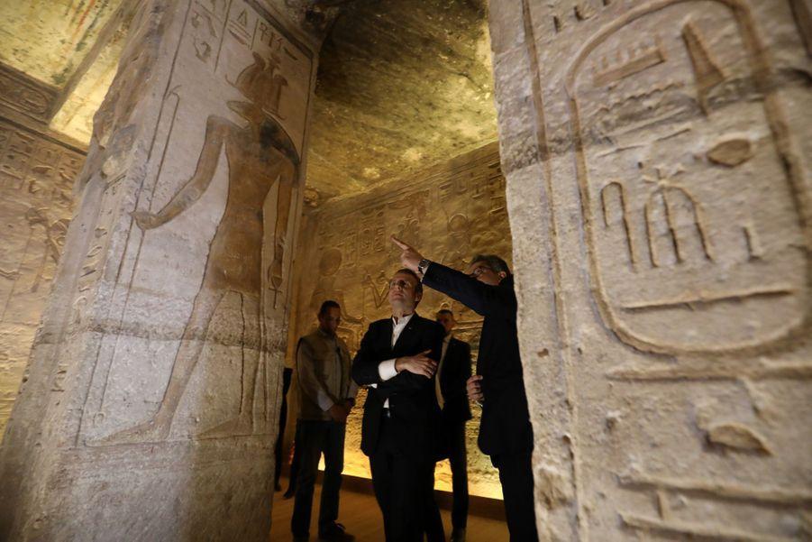 Dimanche, Emmanuel Macron a entamé sa visite en Egyptepar une étape au temple d'Abou Simbel, l'un des sites archéologiques emblématiques du pays.