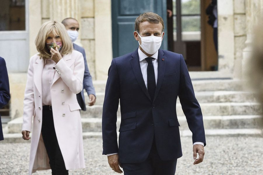 En déplacement dans le Gers, accompagné de Brigitte Macron, Roselyne Bachelot et Stéphane Bern, Emmanuel Macron a appelé vendredi les Français à participer aux Journées du patrimoine, malgré la pandémie de coronavirus.