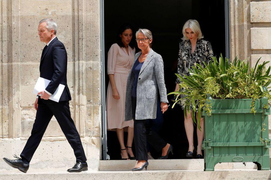 François de Rugylors de la passation de pouvoir avec Elisabeth Borne à la tête du ministère de la Transition écologique.