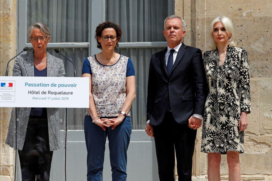 François de Rugy et son épouse Séverine, aux côtés d'Emmanuelle Wargon et d'Elisabeth Borne, mercredi lors de la passation de pouvoir.