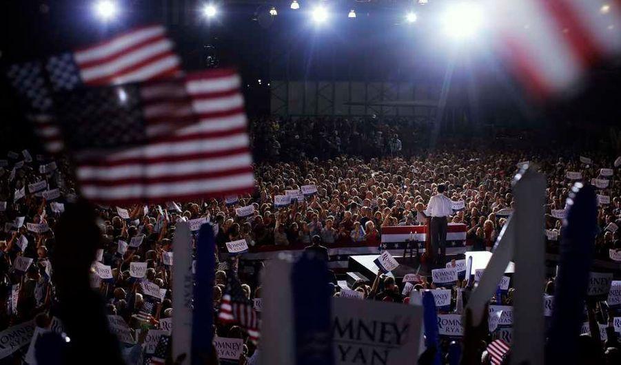En retard dans les sondages, le candidat républicain a prononcé un dernier discours lundi soir devant plus de 5 000 personnes rassemblées dans le musée de l'aviation.