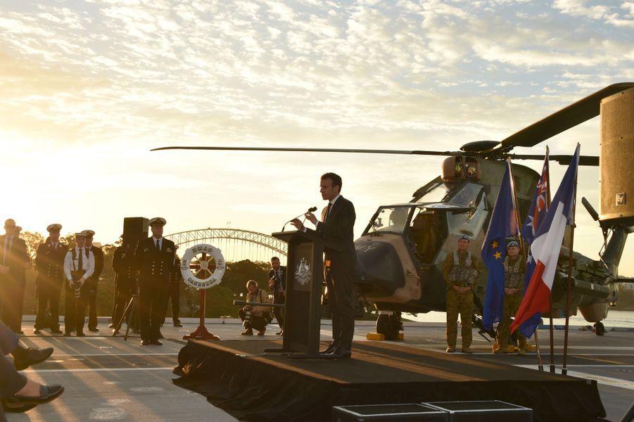 Discours d'Emmanuel Macron depuis le porte-avions australien HMAS Canberra, à Sydney.