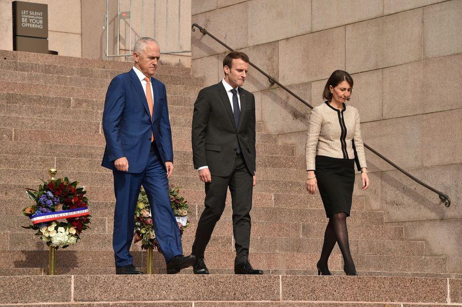 Malcolm Turnbull, Premier ministre australien, Emmanuel Macron etGladys Berejiklian,Premier ministre de la Nouvelle-Galles du Sud,au mémorial de l'Anzac de Sydney pour commémorer l'engagement australien pendant la Première guerre mondiale en France.