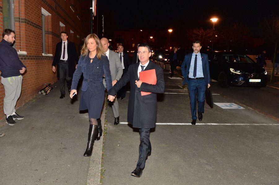 Anne Gravoin et Manuel Valls à Evry, lundi soir