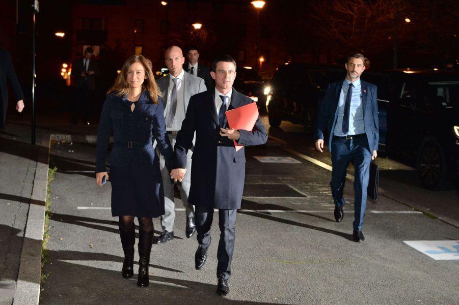 Anne Gravoin et Manuel Valls arrivent à Evry
