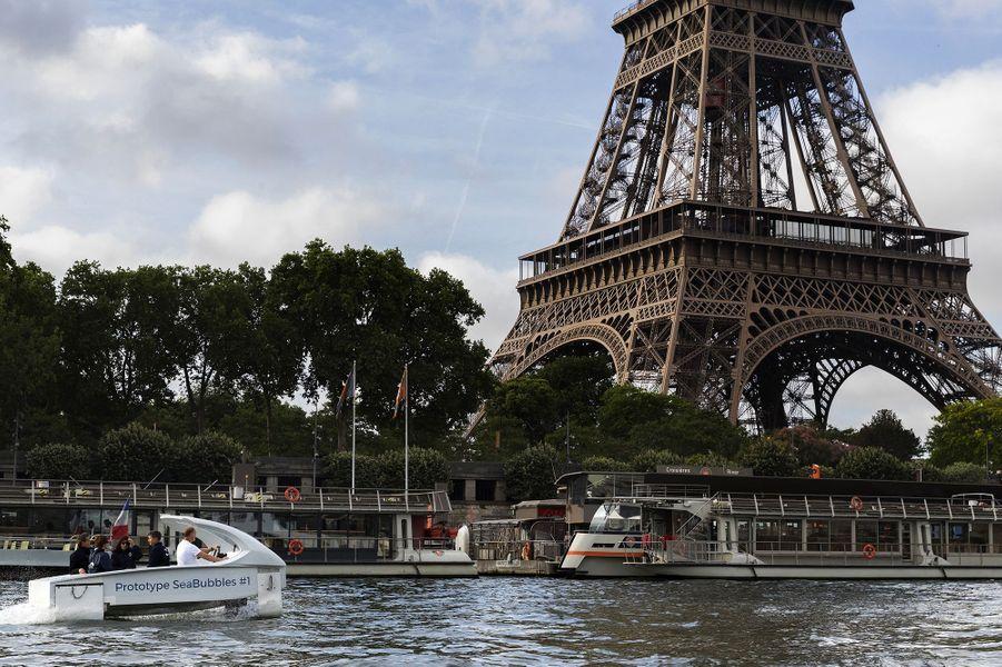 Anne Hidalgo a testé le prototype Sea Bubble sur la Seine.