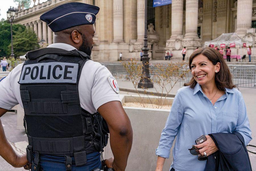 Vigilante. Elle s'apprête à lancer un audit sur la sécurité des Parisiens. Ici, devant le Grand Palais, le 24 mai.