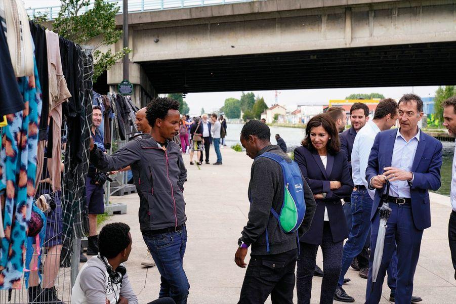 Solidaire. Au côté des migrants du camp parisien du Millénaire, le 25 mai, quelques jours avant son évacuation par l'Etat.