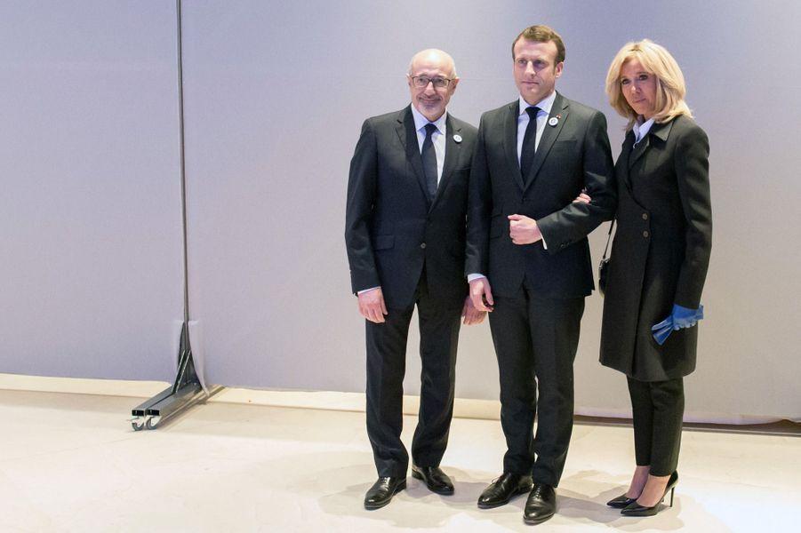 Emmanuel et Brigitte Macron aux côtés de Francis Kalifat, président du Crif.