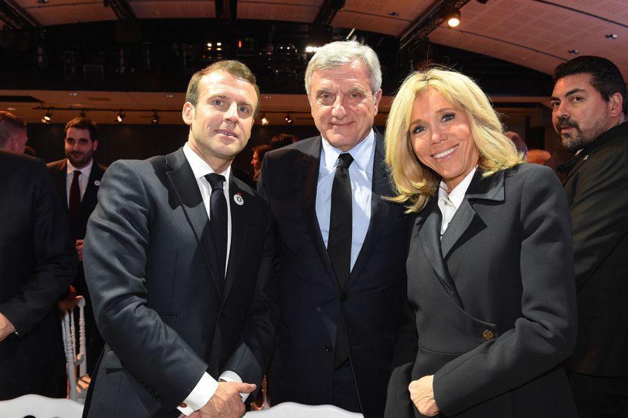 Le couple présidentiel français avecSidney Toledano, président-directeur général de LVMH Fashion Group.
