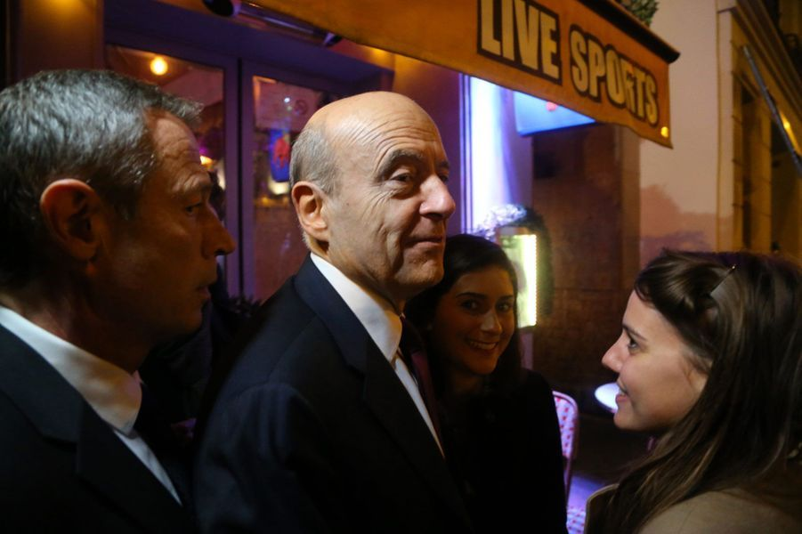 Alain Juppé devant le Players Bar, jeudi soir