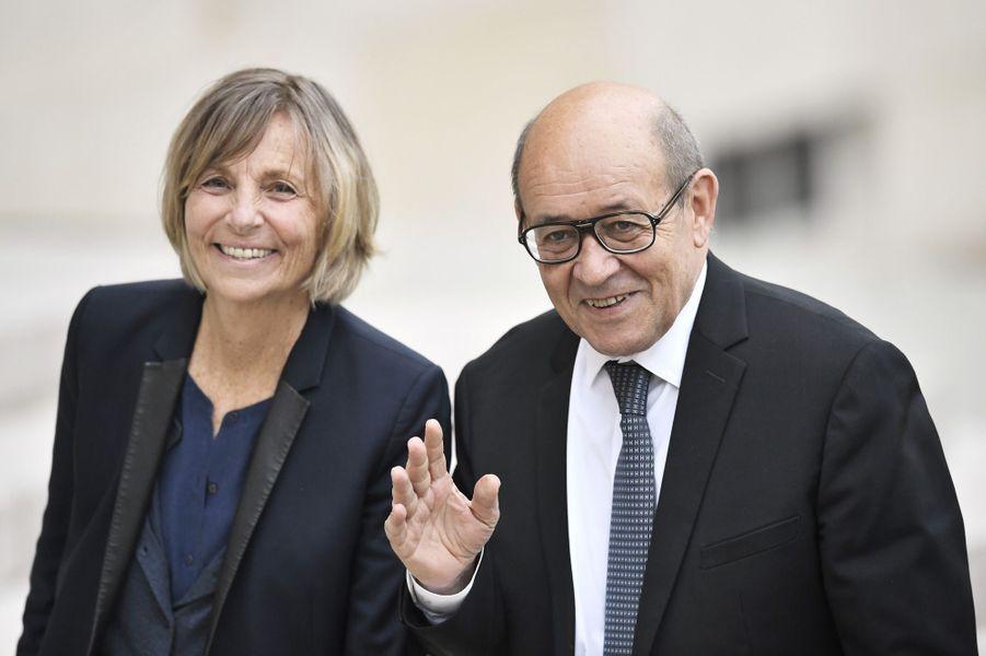 Marielle de Sarnez (secrétaire d'Etat chargée des Affaires européennes) etJean-Yves Le Drian (ministre de l'Europe et Affaires étrangères) sont arrivés ensemble au palais présidentiel.