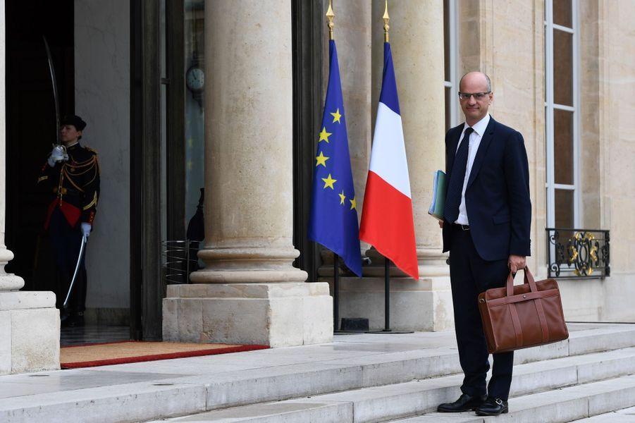 Arrivée de Jean-Michel Blanquer, le nouveau ministre de l'Education nationale.