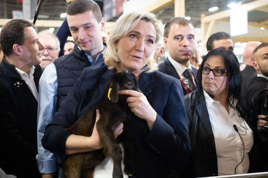 Marine le Pen en visite au salon de l'Agriculture.