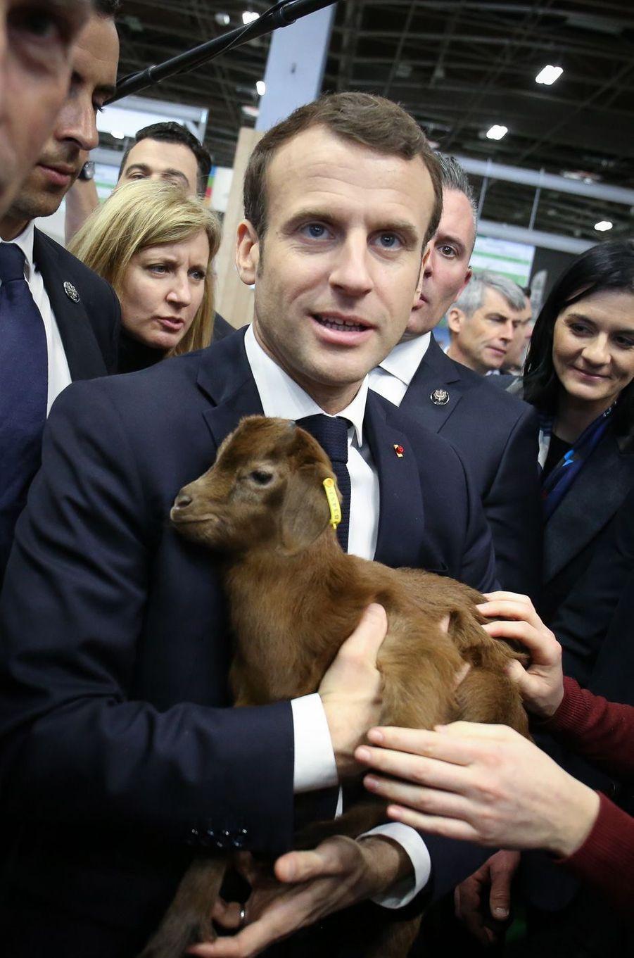 Emmanuel Macron lors de sa visite marathon le 23 février.