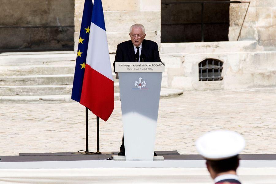 Edmond Maire à l'hommage national rendu à Michel Rocard aux Invalides, le 7 juillet 2016.