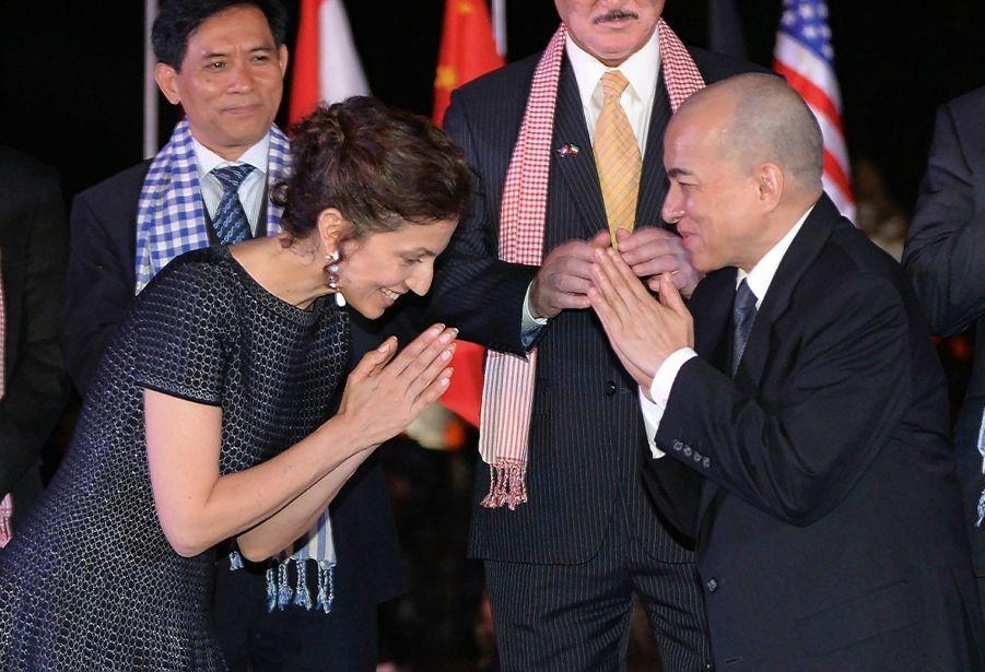 Salut khmer avec le roi du Cambodge, Norodom Sihamoni, le 5 décembre à Angkor