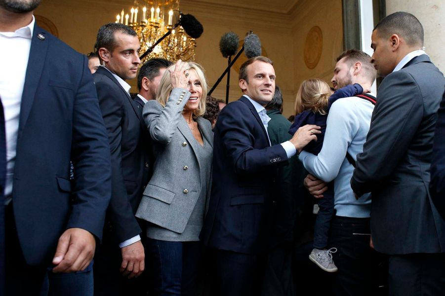 Bain de foule à l'Elysée pour Brigitte et Emmanuel Macron à l'occasion des Journées du Patrimoine.