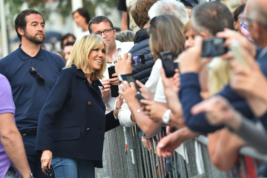 Bain de foule pour Brigitte Macron samedi au Touquet.