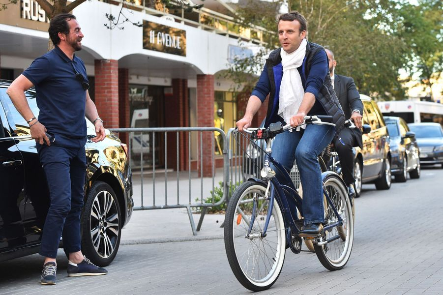 Balade à vélo au Touquet pour Emmanuel Macron.