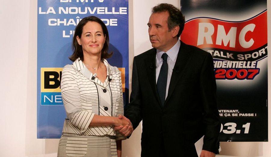 François Bayrou ne veut pas apporter son soutien trop tôt aux participants du second tour. Il accepte un débat proposé par Ségolène Royal le 28 avril 2007. Mais il ne donne aucune consigne de vote, indiquant simplement qu'il ne votera pas pour Nicolas Sarkozy. Trois plus tard, il admettra avoir glissé un bulletin blanc dans l'urne. Après l'élection, l'UDF implose. De nombreux élus centristes rejoignent l'UMP. François Bayrou crée alors le Modem, mouvement qui connaîtra peu de succès électoraux.