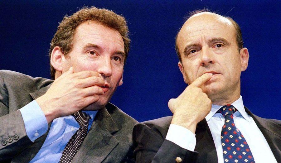 François Bayrou n'a pas toujours été le «troisième homme». Centriste de toujours, il n'a pas hésité à participer à des gouvernements de droite. Ministre de l'Education nationale de 1993 à 1997, il fut un des soutiens d'Edouard Balladur aux côtés de... Nicolas Sarkozy. Il est ici photographié en 1997 avec Alain Juppé, le Premier ministre de Jacques Chirac.