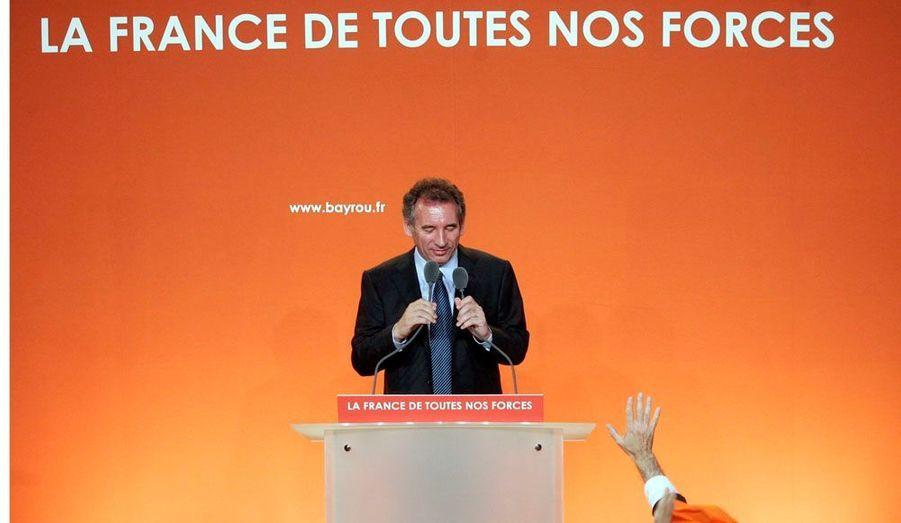 Le 22 avril 2007, François Bayrou n'accède pas au second tour. Mais avec plus de 18,5% des voix, il a donné un poids conséquent au centre. Il est désormais l'arbitre de la présidentielle.