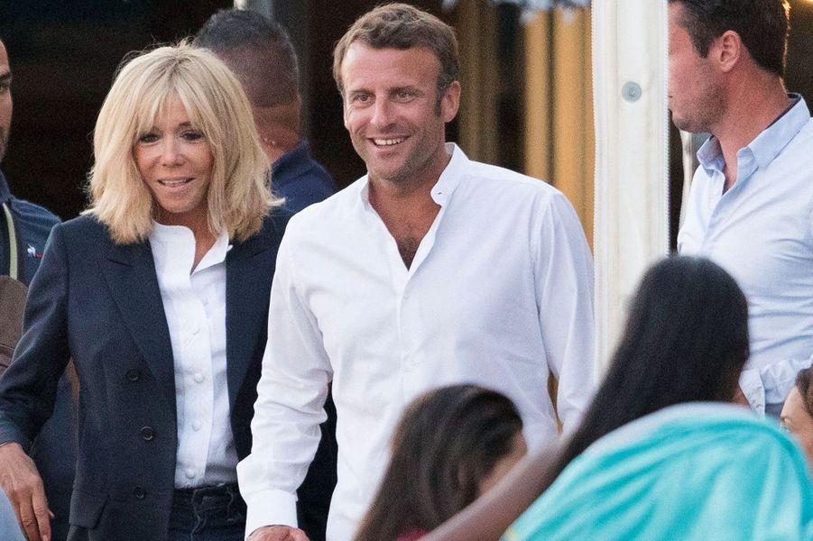 Brigitte Et Emmanuel Macron Les Vacances De M Et Mme Tout Le Monde