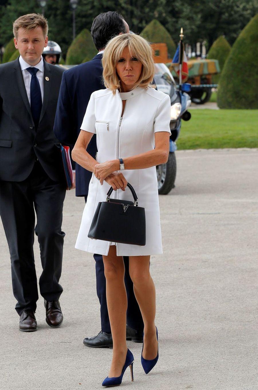 Brigitte Macron en marge de la cérémonie à l'hôtel national des Invalides.