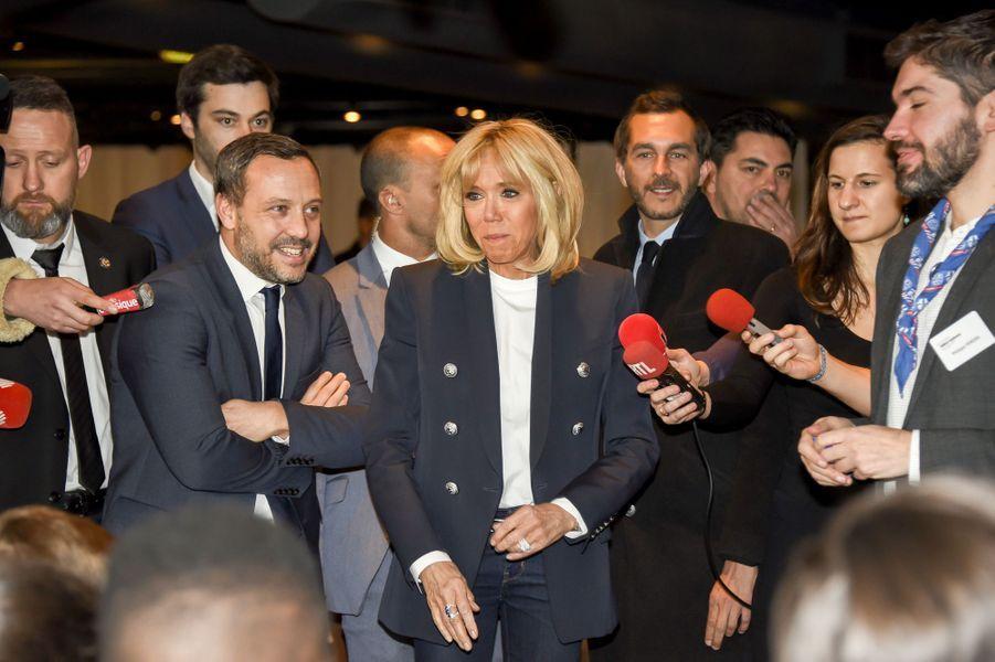 """Brigitte Macron et Adrien Taquetmercredi à un """"granddébatdes enfants"""" à la Cité des sciences et de l'industrie."""