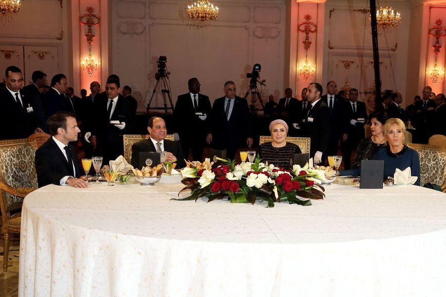 Dîner en l'honneur Emmanuel et Brigitte Macronoffert par son homologue égyptien et son épouse, à l'hôtel Al Masah au Caire.