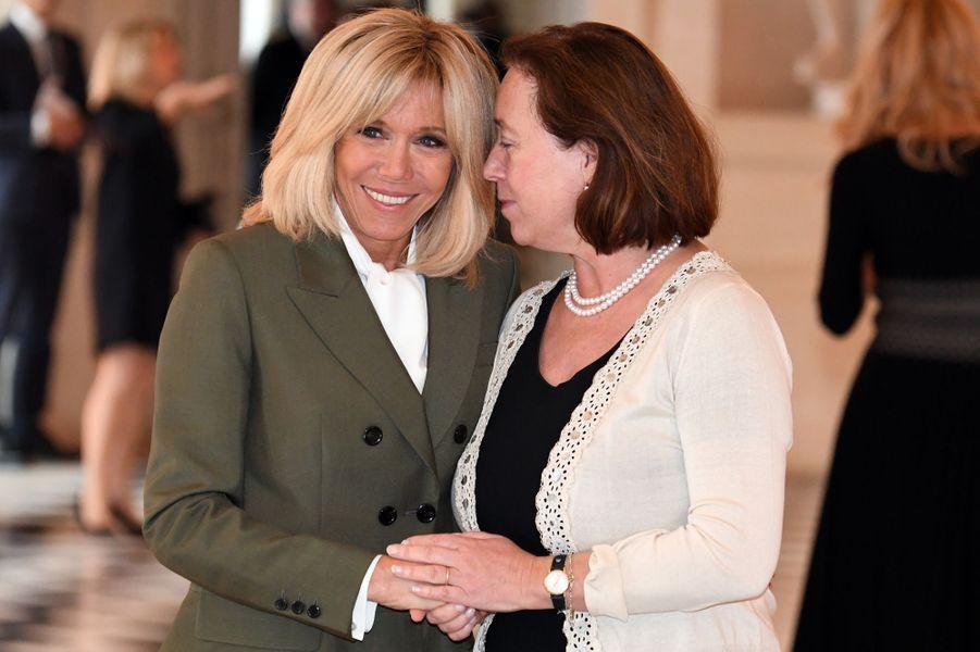 La Première dame en compagnie d'Ingrid Schulerud, épouse deJens Stoltenberg, secrétaire général de l'OTAN.