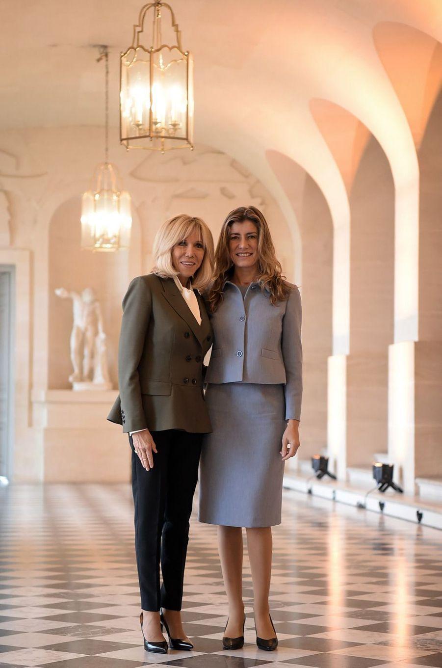 La Première dame française avecMaria Begona Gomez Fernandez, épouse dePedro Sánchez, le chef du gouvernement espagnol.