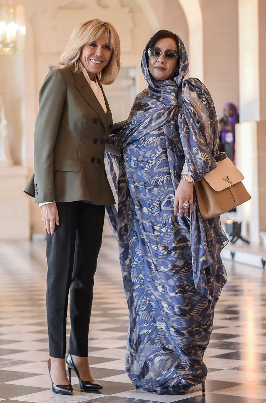 AvecTekber Mint Melainine Ould Ahmed, épouse duprésident mauritanienMohamed Ould Abdel Aziz.