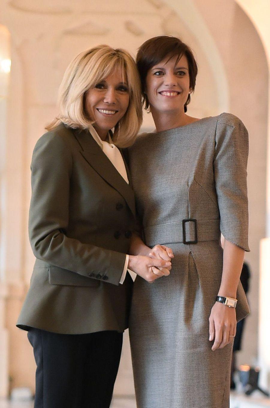Brigitte Macron retrouve égalementAmelie Derbaudrenghien,compagne du premier ministre belge Charles Michel.