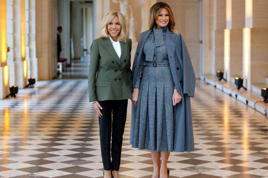 Brigitte Macron et Melania Trump à Versailles dimanche midi.