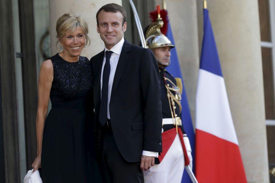 Emmanuel Macron et son épouse Brigitte, le 2 juin 2015 à l'Elysée à l'occasion d'un dîner d'Etat en l'honneur du roiFelipe d'Espagneet son épouseLetizia.