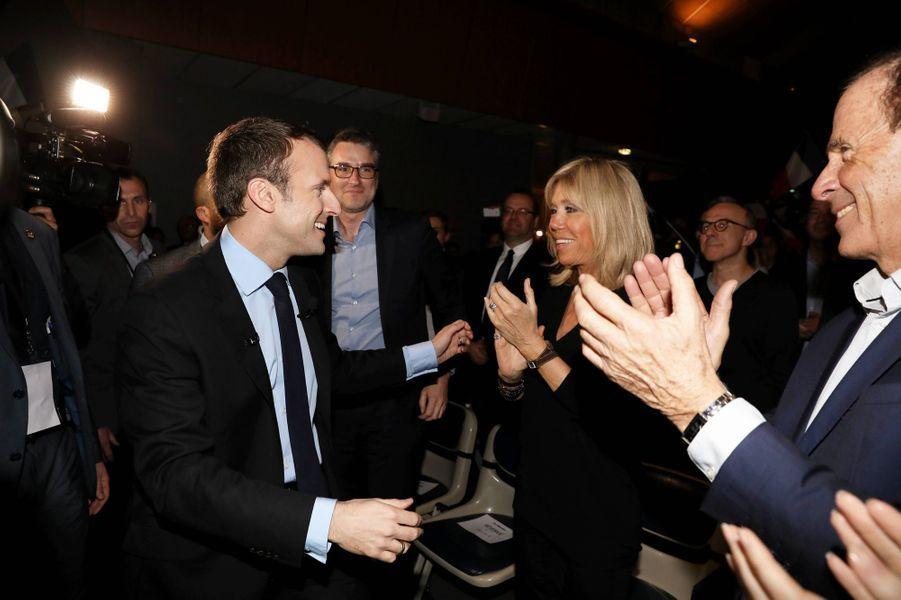Emmanuel et Brigitte Macron lors d'un meeting à Talence, en mars 2017.