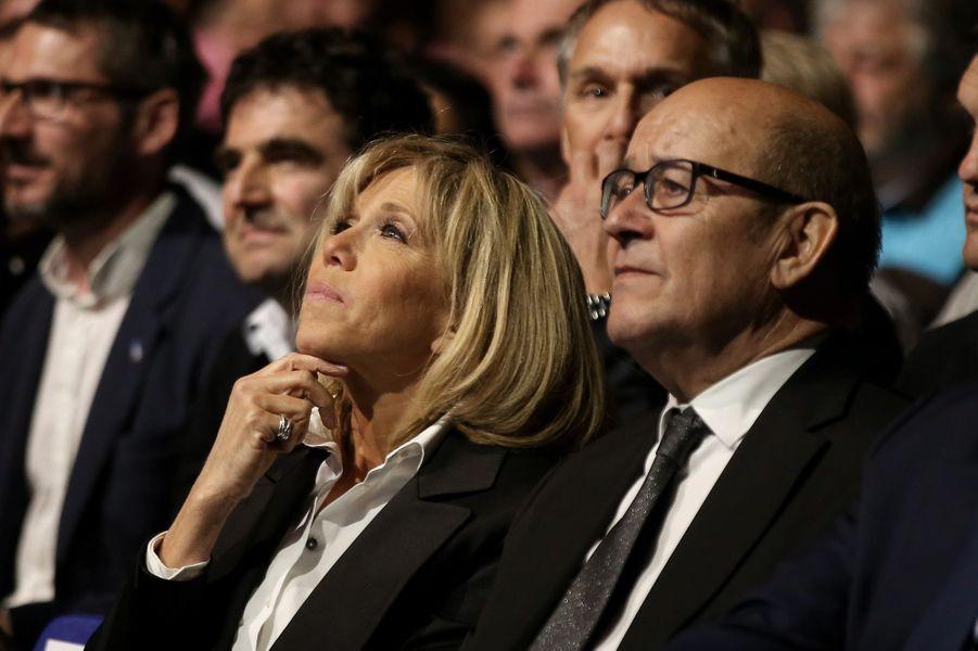 Brigitte Macron et le ministre de la Défense Jean-Yves Le Drian lors d'un meeting à Nantes en avril 2017.