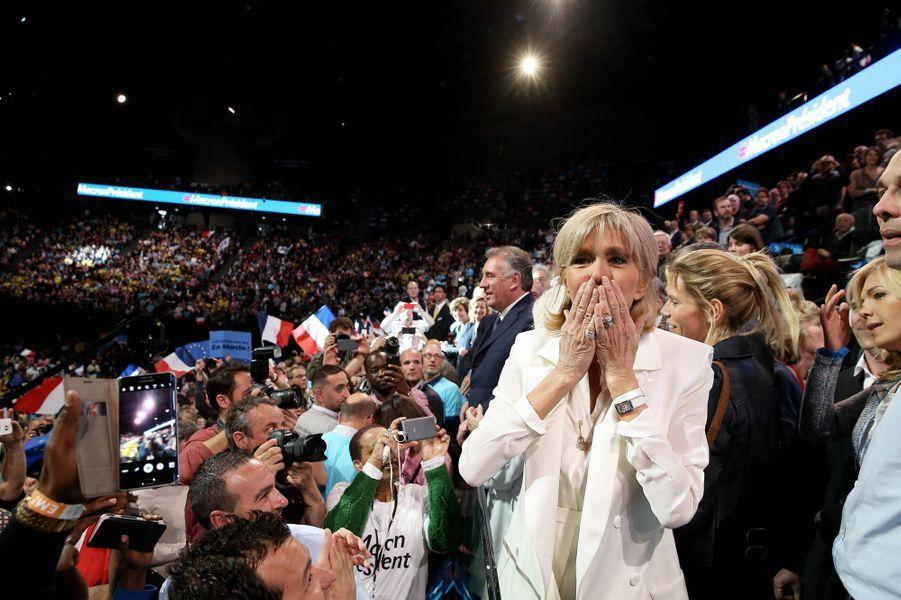 Brigitte Macron dans le public lors du meeting d'Emmanuel Macron à Bercy en avril 2017.