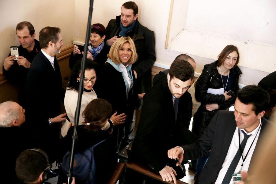 Brigitte Macron a accompagné Jean-Michel Blanquer au lycée Carnot de Dijon.