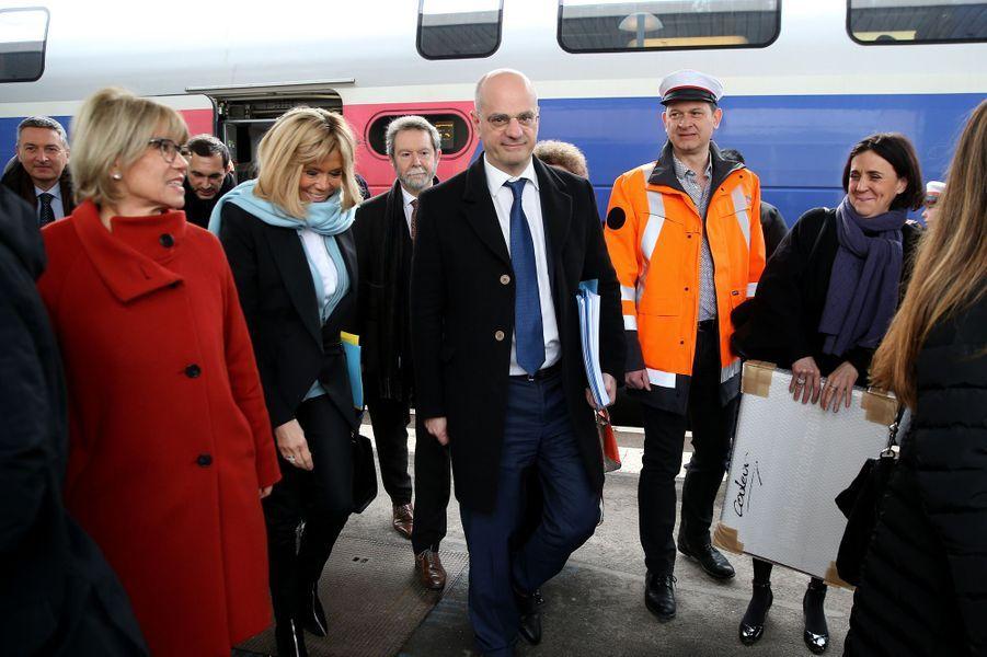 Brigitte Macron et Jean-Michel Blanquer arrivent à la gare de Dijon