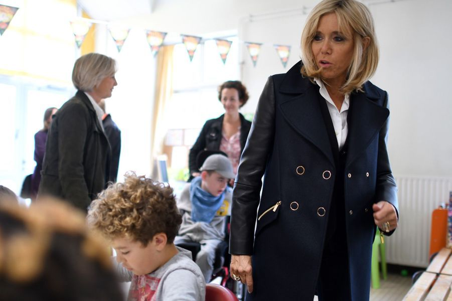 Brigitte Macron visite le centre «Loisirs Pluriel» à Nantes.
